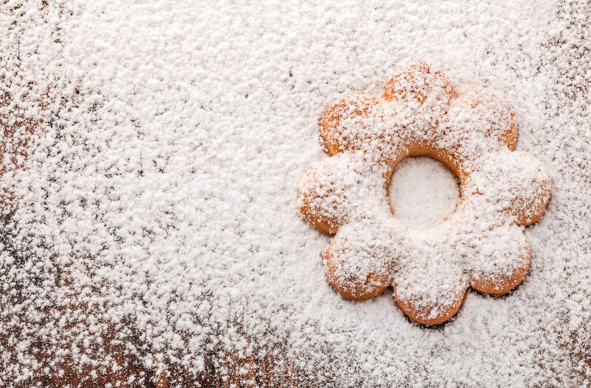 How to Sift Powdered Sugar