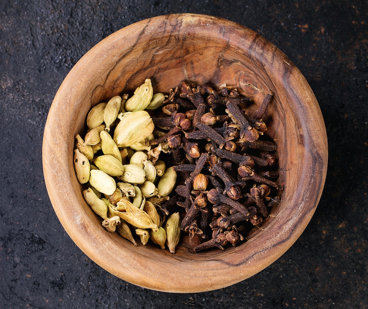 Cardamom vs cloves