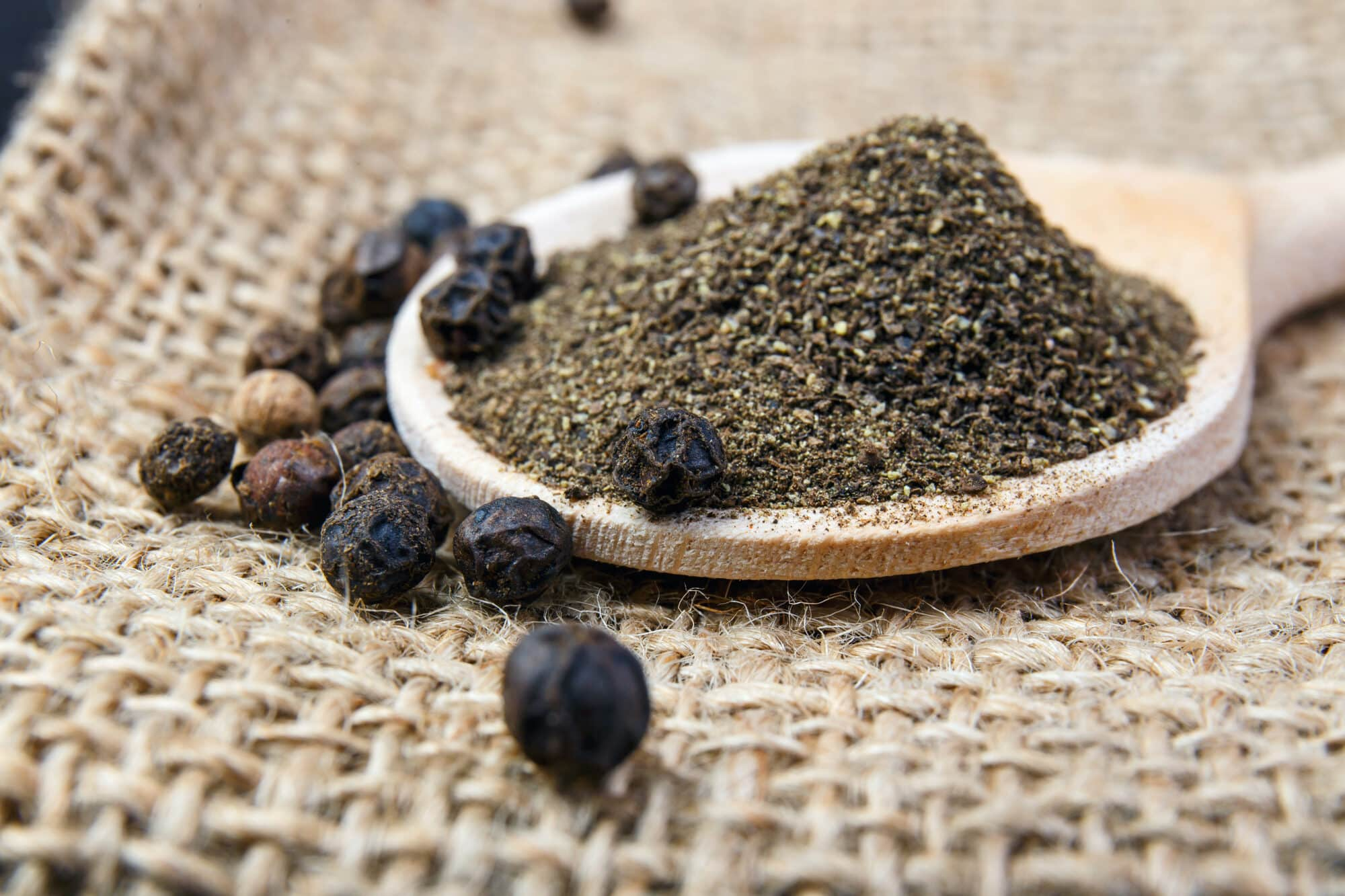 Cracked Black Pepper Vs. Ground Black Pepper: SPICEography Showdown